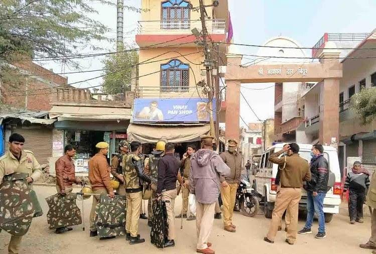बिठूर में तैनात पुलिस फोर्स
